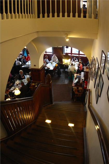 hofbrauhaus трехэтажный пивной ресторан