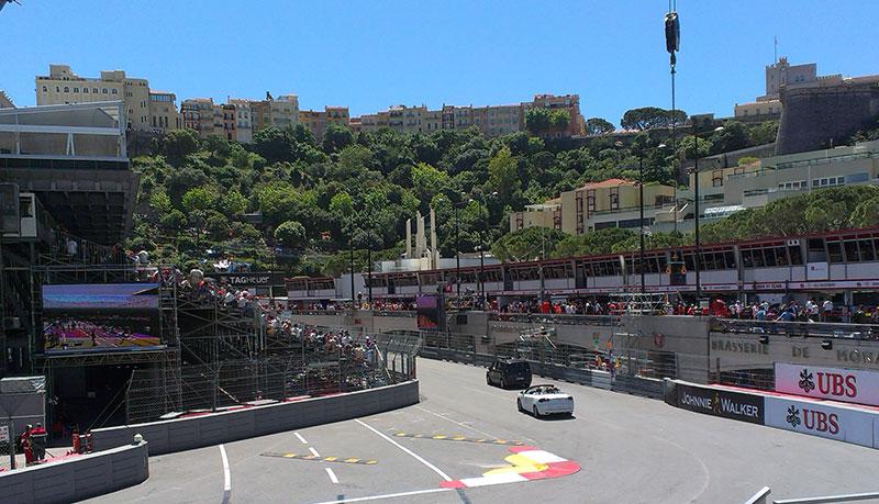 Прокатиться по трассе Формулы 1 на своей машине